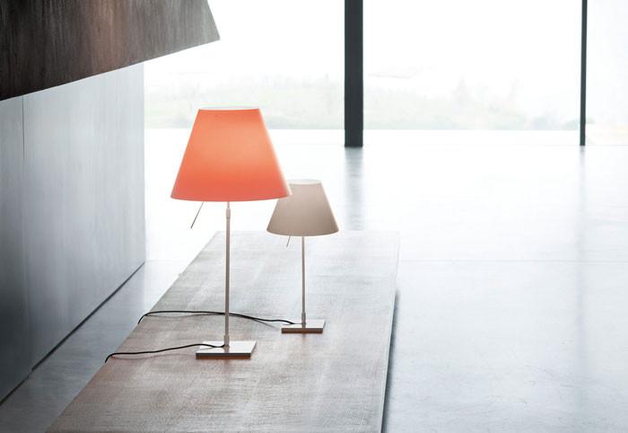 Design Tafel Lamp : Helle lampe leuchtet symbole auf tafel stockfoto bild