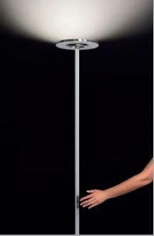 Cini & Nils Passepartout Stehleuchte mit Sensordimmer am Leuchtenstab