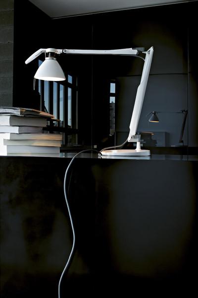 Luceplan Fortebraccio Tischleuchte mit Schalter weiß