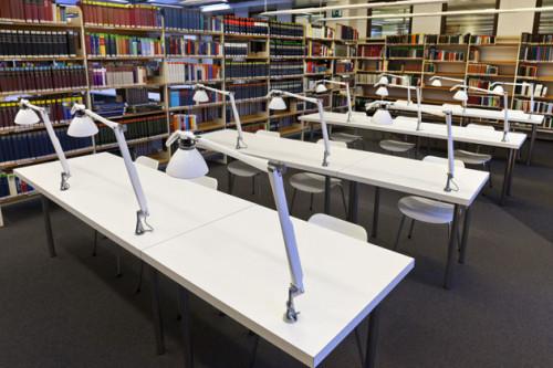 Luceplan Fortebraccio Tisch- und Wandleuchte weiß Tisch-Aufbauleuchte