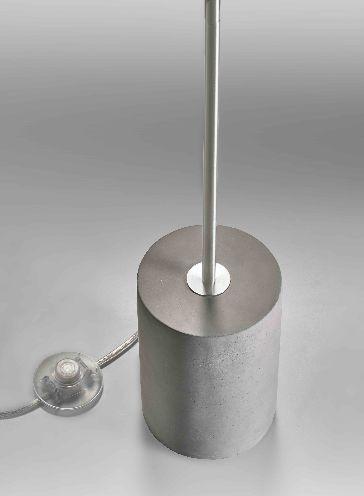 Lupia Licht Concrete T Leuchtenfuß mit Schalter auf der Zuleitung