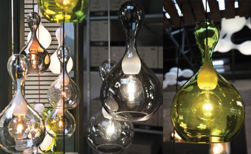 Next Blubb Pendel klar opal mit schwarzem Kabel auf der linken Seite