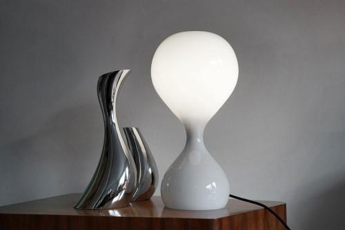 Next Blubb Tisch opal mit schwarzem Kabel