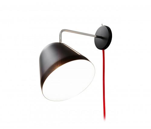 Nyta Tilt Wall schwarz mit Kabel rot