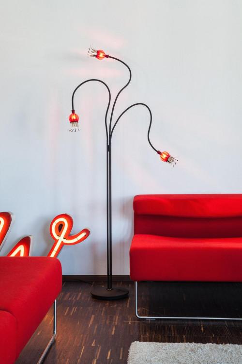 Serien Lighting Poppy Floor 3 Arme schwarz,rubinroter Schirm,Leuchtenfuß Stahl schwarz