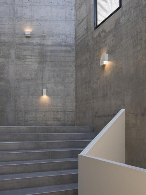 Vibia Structural 2602 hellgrau (auf der rechten Seite)
